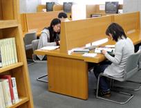 キャンパスシーン 図書館